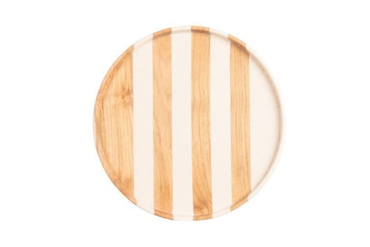 Picture of round teakwoood tray with combined wood finishing