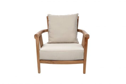 Picture of lounge chair from front with fine sanded wood finishing