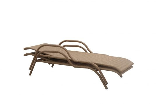 Picture of sunlounger with natural rattan finishing