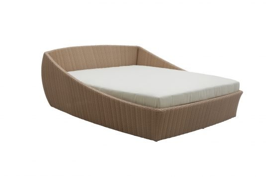 Picture of daybed with natural rattan finishing
